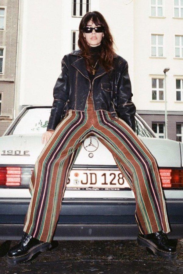 Debora Spanhol - calça listrada e jaqueta - calça listrada - inverno - street style