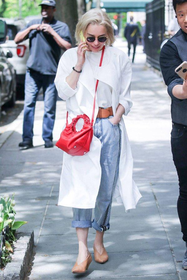 Emilia Clarke - mom jeans - mom jeans - inverno - street style