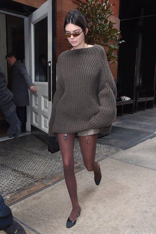 Kendall Jenner - tricot e meia-calça - meia-calça - inverno - street style