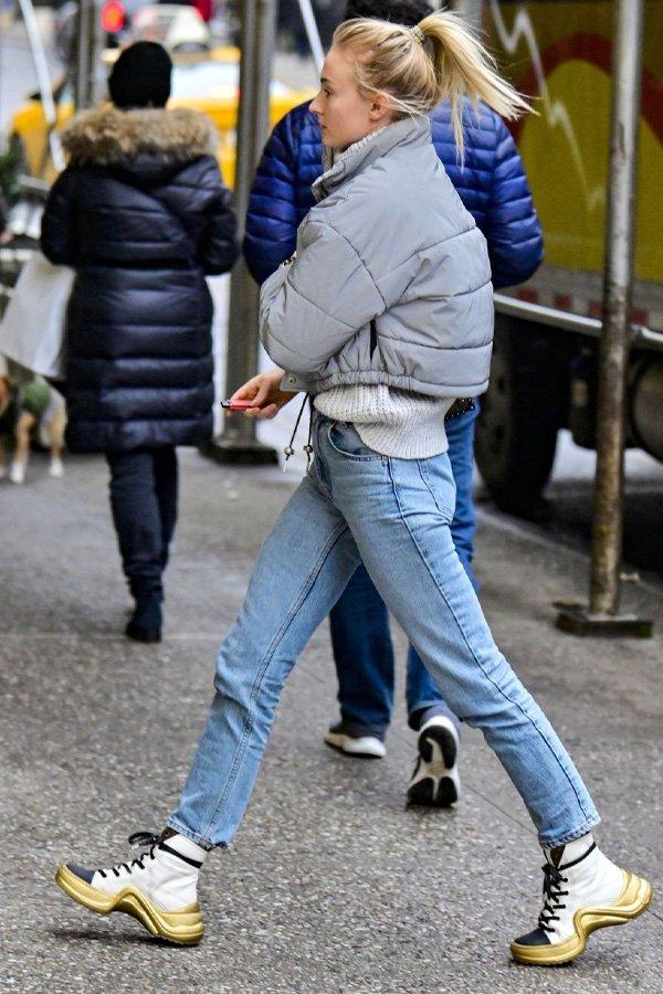 Sophie Turner - mom jeans - mom jeans - inverno - street style