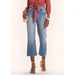 Calça Jeans Cropped Na Modelagem Com Cós Desfiado