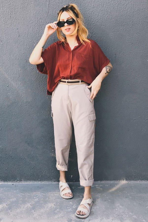 Ali Santos - calça de sarja e camisa cropped vinho - calça de sarja - inverno - street style