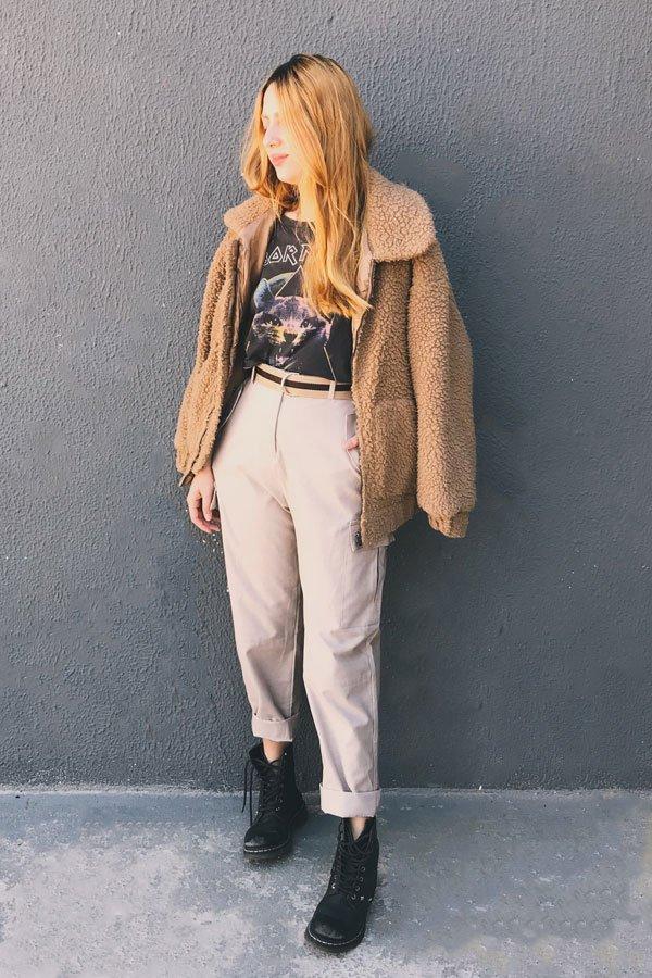 Ali Santos - calça de sarja com jaqueta de pelo - calça de sarja - inverno - street style