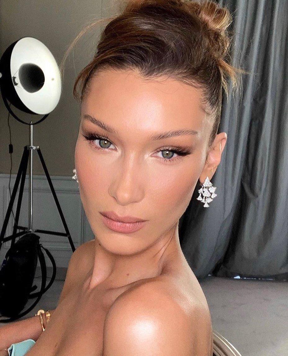 Bella Hadid - Roupão - Skincare - Inverno - Street Style
