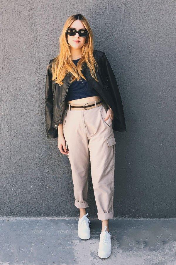 Ali Santos - calça de sarja e jaqueta de couro - calça de sarja - inverno - street style