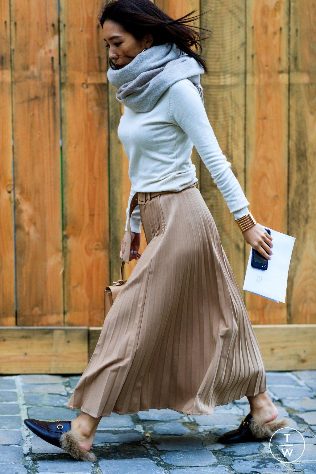 It girl - Saia plissada - Tons terrosos - Inverno - Street Style
