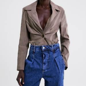 A tendência que pode substituir o mom jeans