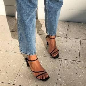 A sandália que todo mundo vai usar no verão