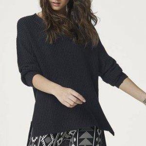 Blusão Básico Feminino Em Tricô Com Modelagem Alongada