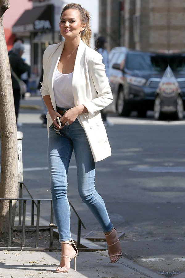 Chrissy Teigen -       - sandália aberta - verão - street style
