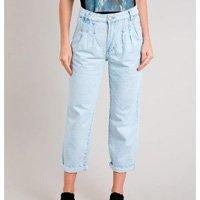 calça jeans feminina mom com pregas azul claro