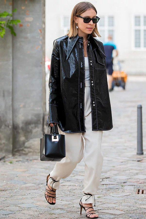 reprodução pinterest -       - sandália por cima da calça - meia-estação - street style