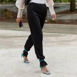 Hot or not: sandália por cima da calça