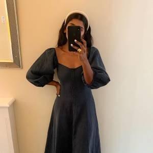 Fashion girl essential: vestido de botões