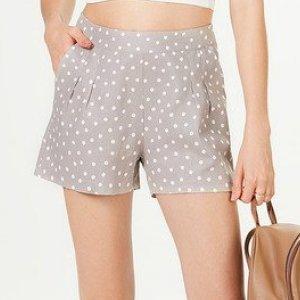 Shorts Feminino Em Tecido Linho Estampado