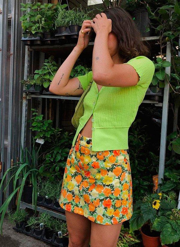 it-girl - blusa-verde-saia-estampada - minissaia - verão - street-style