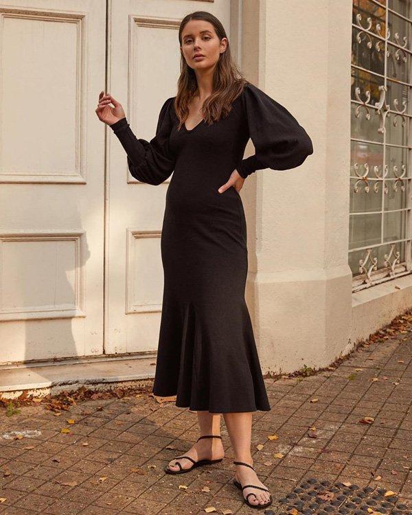 Sara Donaldson - vestido-preto - rasteiras - verão - street-style