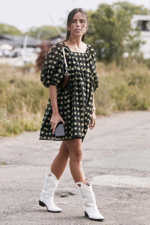 Nina Urgell -      - Western boots - verão - street style