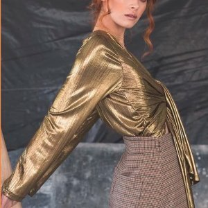 Blusa Metálica Dourada - P Dourado