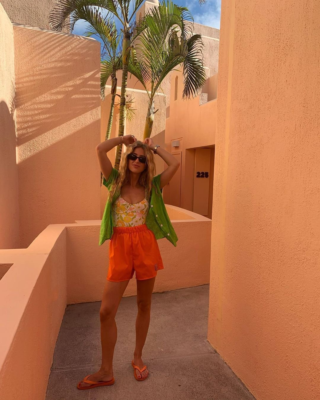 Emili Sindlev - Shorts - Maiô - Primavera - Street Style