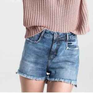 Shorts Jeans Com Barra Desfiada Na Base Pin Up Loose