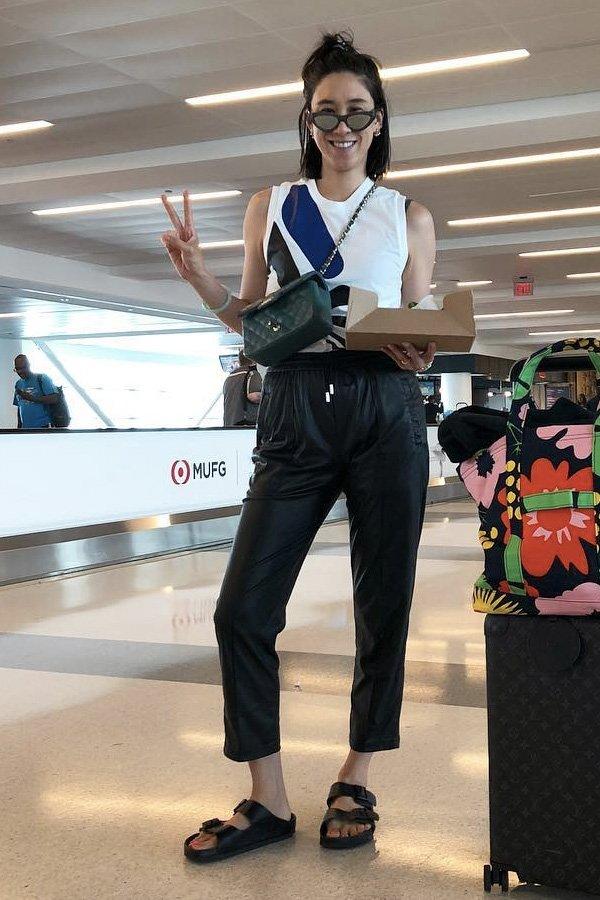 Eva Chen -      - calça preta - verão - street style