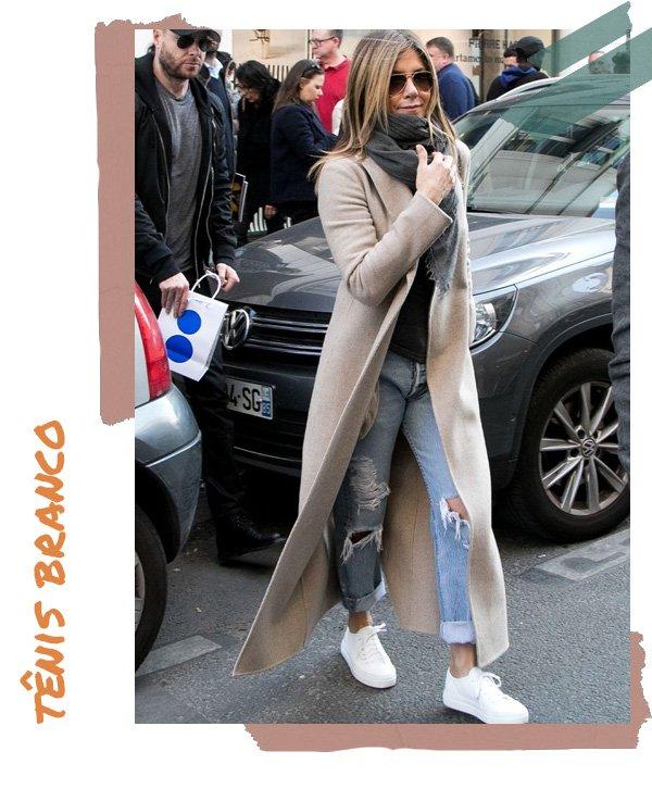 Jennifer Aniston -       - tênis branco - verão - street style