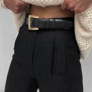 Como usar a calça preta e não morrer de calor