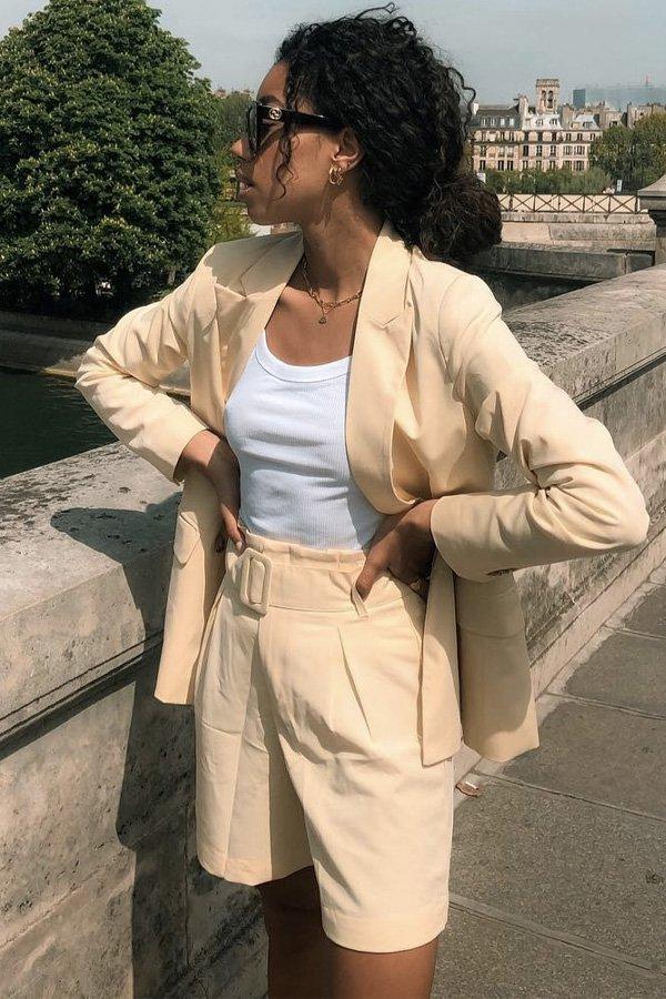 Amaka Hamelijnck - blazer e shorts - blazer bege - verão - street style