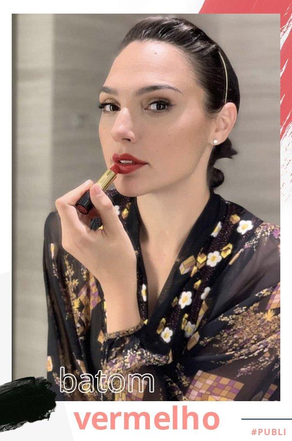 Gal Gadot - maquiagem - batom vermelho - verão - street style