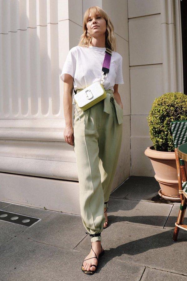 Jeanette Madsen - calça e flats - flats - verão - street style