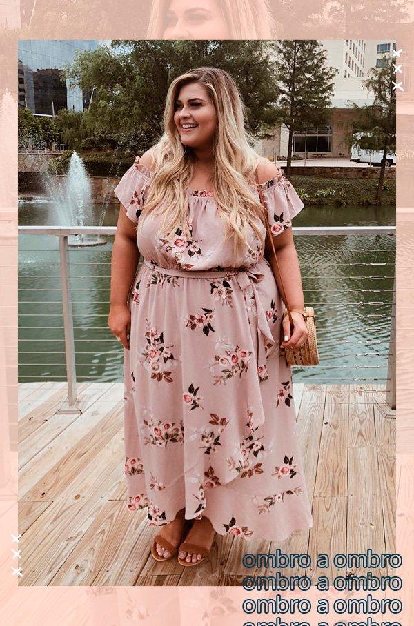 Molly Clutts - vestido - ombros de fora - verão - street-style
