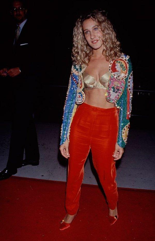 Sarah Jessica Parker - calça-vermelha - brilho - verão - street-style