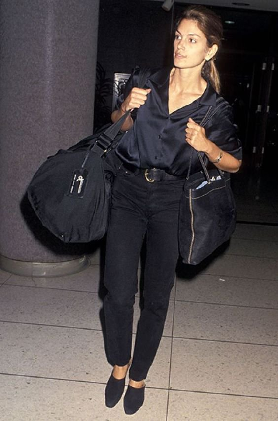 It girl - All black - Anos 90 - Verão - Street Style