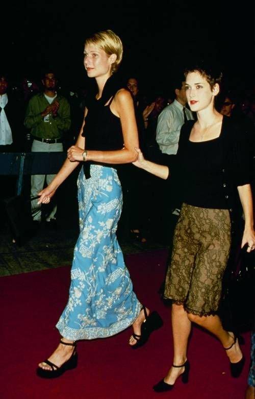 It girl - Saia midi - Anos 90  - Verão - Street Style