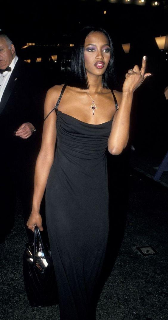It girl - Vestido degage - Anos 90  - Verão - Street Style