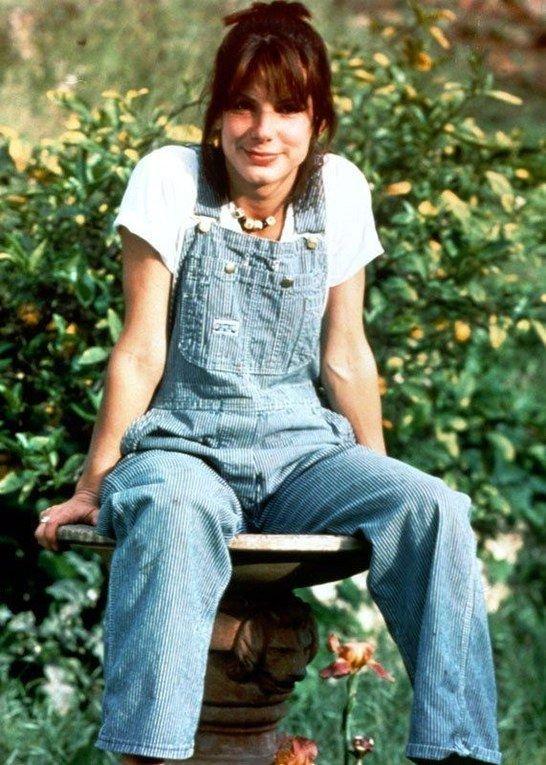 It girl - Jardineira - Anos 90  - Verão - Street Style