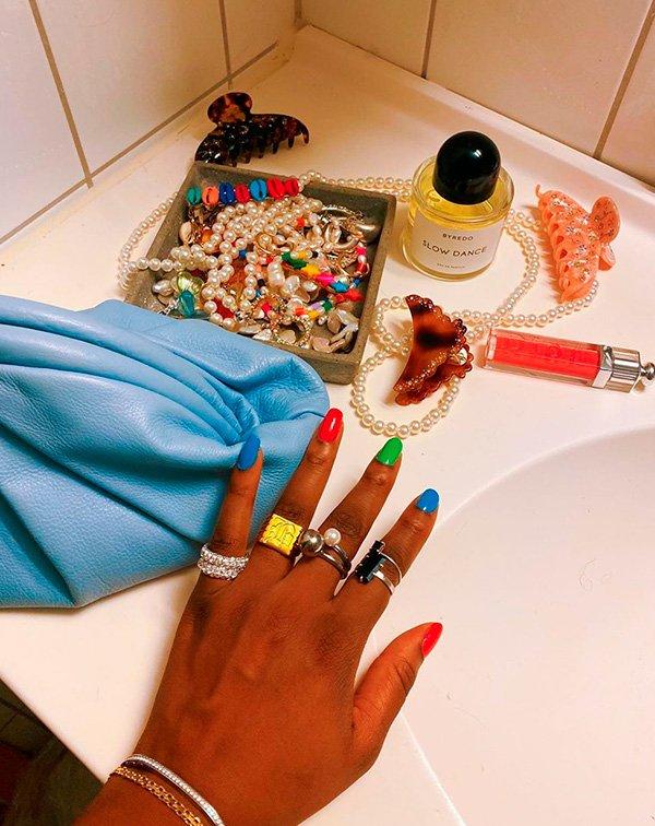 unhas  - coloridas - trend - 2020 - moda