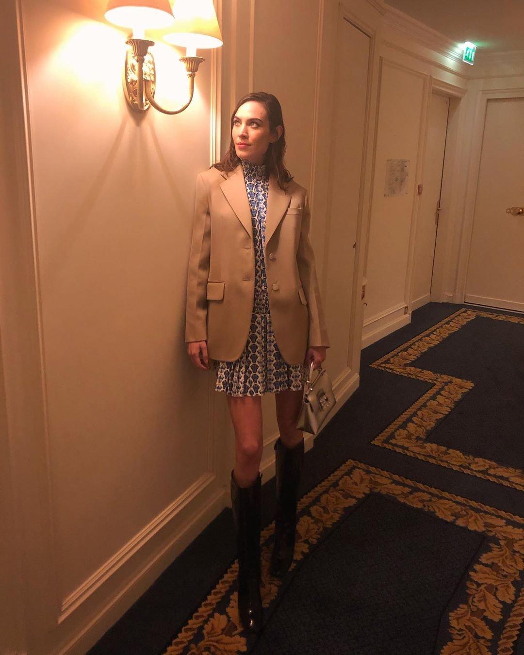 Alexa Chung - Bota e saia - Bota e saia - Verão - Street Style