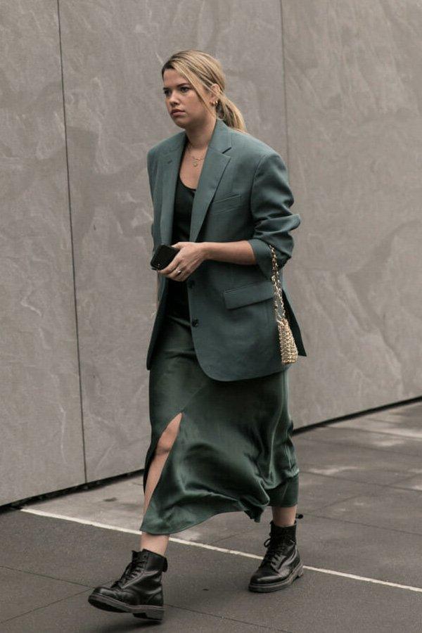 reprodução pinterest - casaco verde - casaco - verão - street style