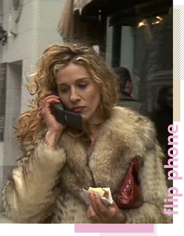 It girls - Flip phone - Anos 90 - Verão - Street Style