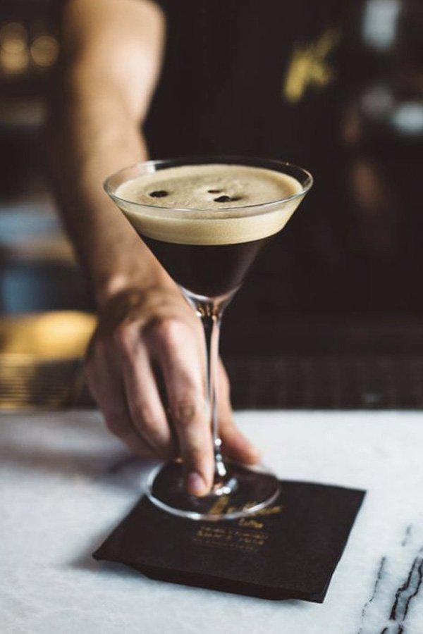 reprodução pinterest - expresso martini - receitas de drinks - inverno - street style