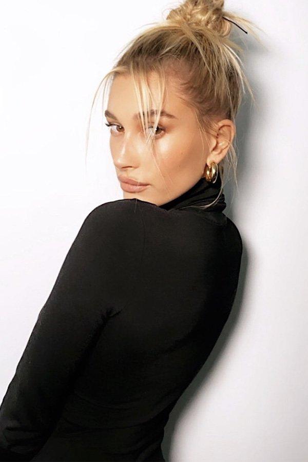 Hailey Bieber - iluminador - maquiagem - inverno - street style