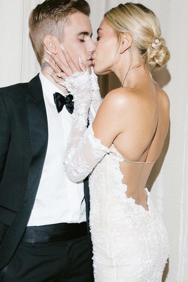 Hailey Bieber - noivas - penteados - verão - street style