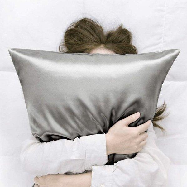 reprodução pinterest - fronha de seda - roupas de cama - inverno - em casa - https://stealthelook.com.br