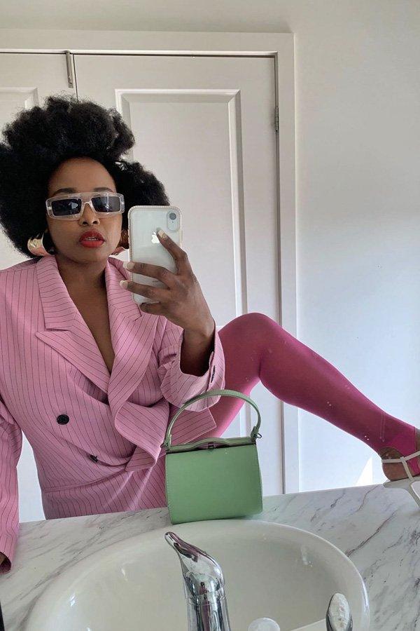 Ada Oguntodu - tendências dos anos 80 - legging colorida - inverno - street style - https://stealthelook.com.br
