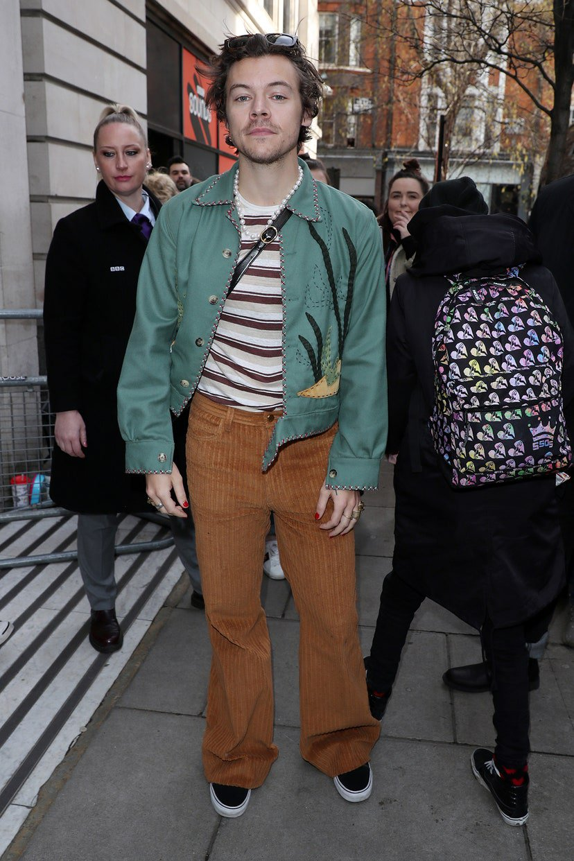 Harry Styles - Veludo - Veludo - Outono - Street Style - https://stealthelook.com.br