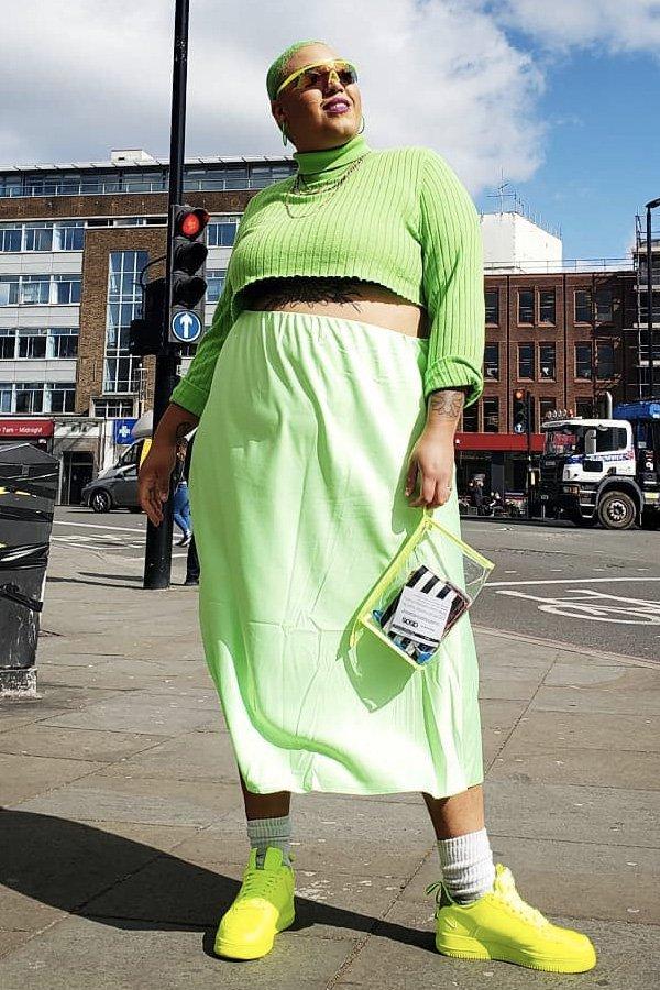 Jazzmyne Robbins - tendências dos anos 80 - neon - meia-estação - street style - https://stealthelook.com.br