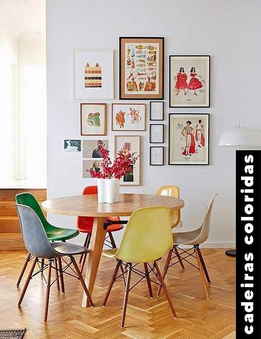 It girls - Cadeiras coloridas - Decoração - Outono - Street Style - https://stealthelook.com.br