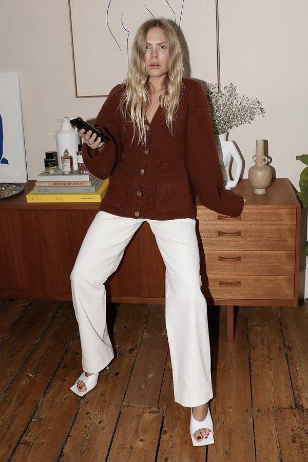 Jessie Bush - chunky cardigans - looks mais estilosos - inverno - em casa - https://stealthelook.com.br
